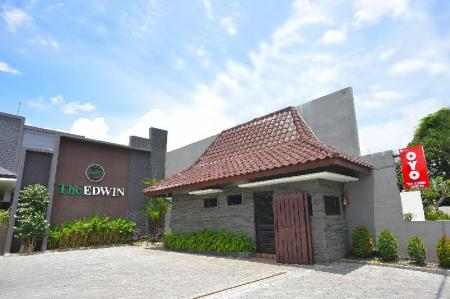 Exterior view OYO 611 The Edwin Syariah