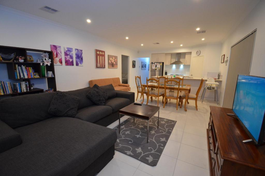 Best Price On Park View Modern 4 Bedroom House In Perth Reviews