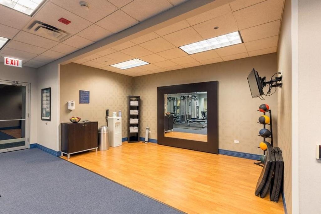 Fitness center Kinzie Hotel
