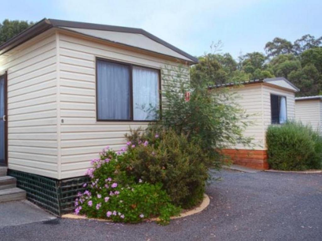 Economy Cabin for 4 People - Guestroom Discovery Parks - Hobart