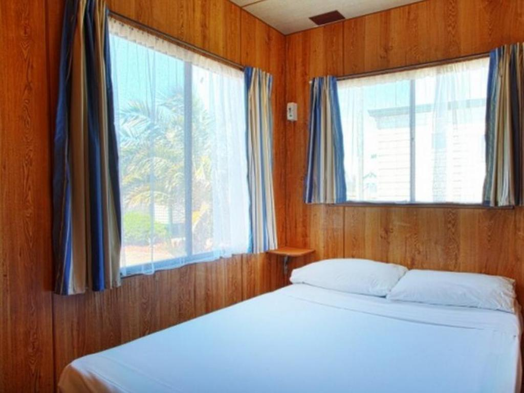 Economy Cabin - 4 Berth - Bed Discovery Parks - Adelaide