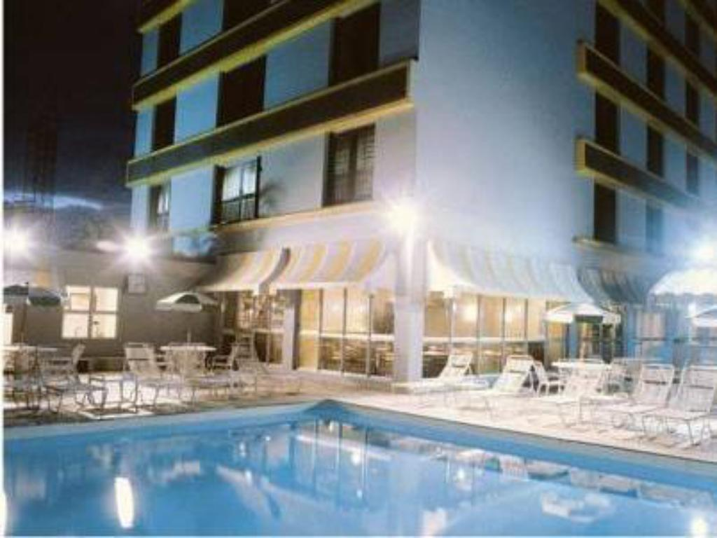 Swimming pool Plaza Blumenau Hotel