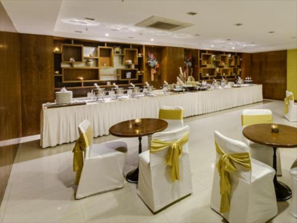 The New Kenilworth Hotel-Kolkata in India - Room Deals