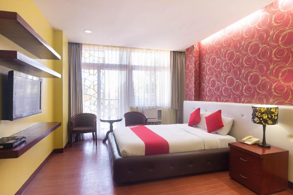Standard Double Room - View OYO 159 San Remigio Pensionne Suites