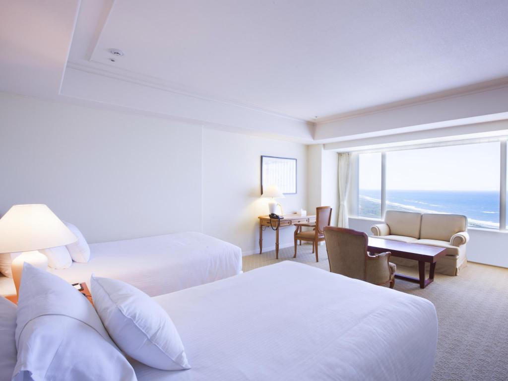 Club Twin Room with Ocean View - Non-Smoking