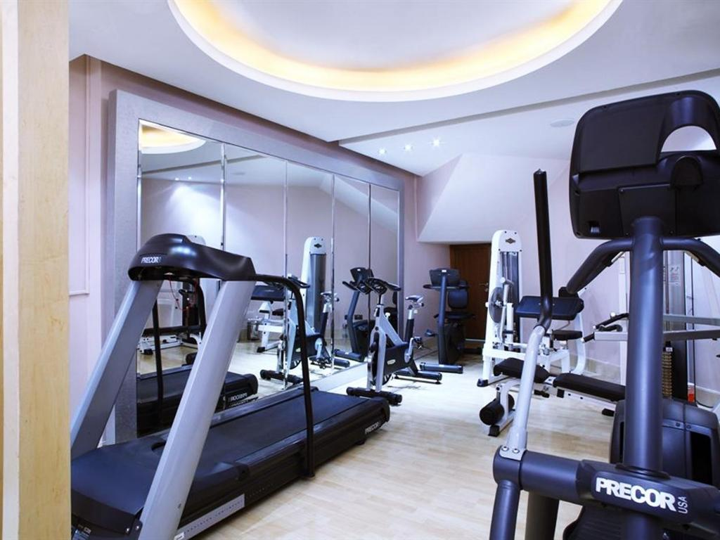 Fitness center Le Royal Tower Hotel
