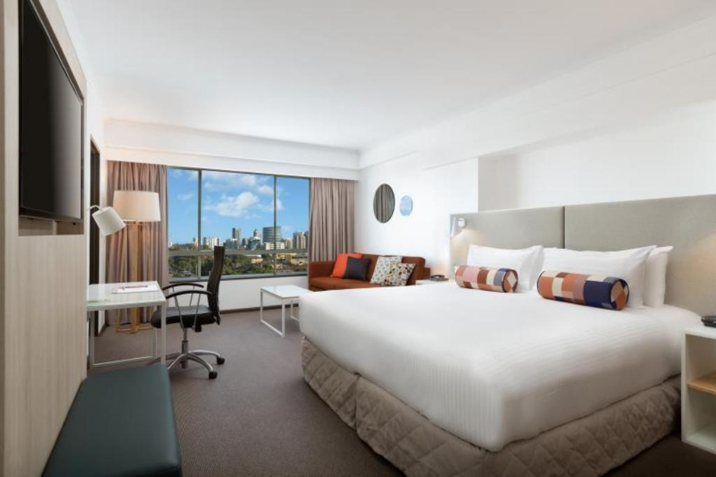 Deluxe King Room - Bed Rydges Parramatta Hotel