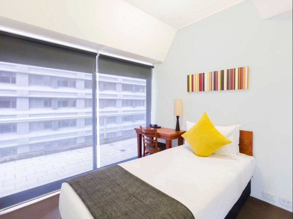 Single Room with Shared Bathroom Song Hotel Sydney