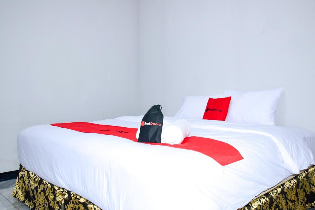 RedDoorz Room - Bedroom RedDoorz Plus near Mall Kelapa Gading
