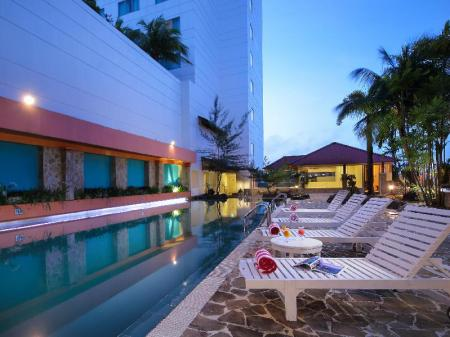 Swimming pool [outdoor] Allium Batam Hotel
