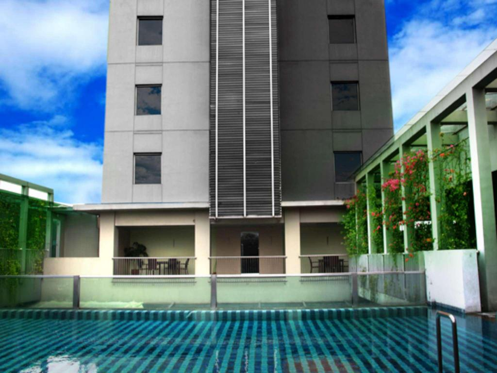Sparks Life Jakarta In From 30 Trabber Hotels