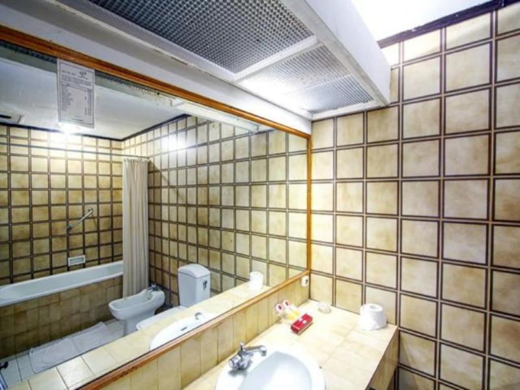 Deluxe  - Bathroom