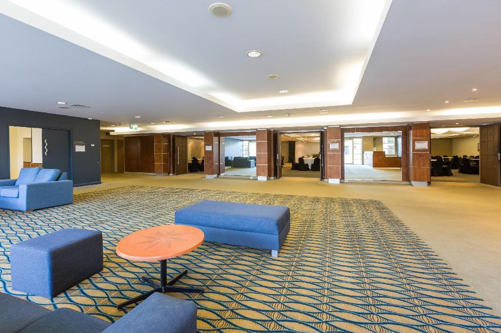 Lobby Ramada Resort by Wyndham Shoal Bay