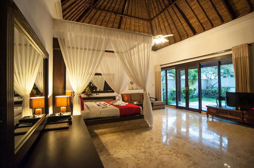One Bedroom Pool Villa - Bed Hillstone Uluwatu Villa