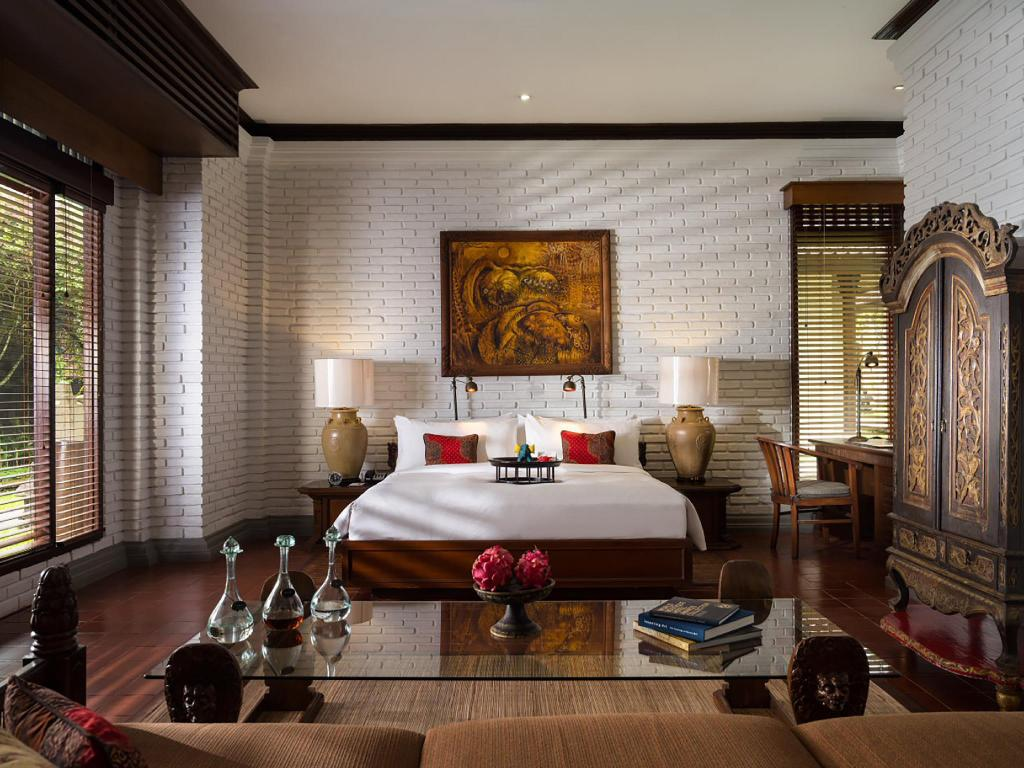Club One Bedroom Suite - Bedroom The Chedi Club Tanah Gajah