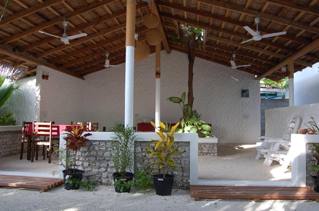 Lobby Vaali Beach Lodge Maldives