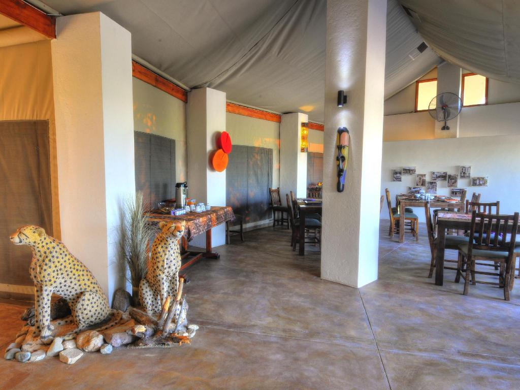 Lobby Cheetah Paw Eco Lodge
