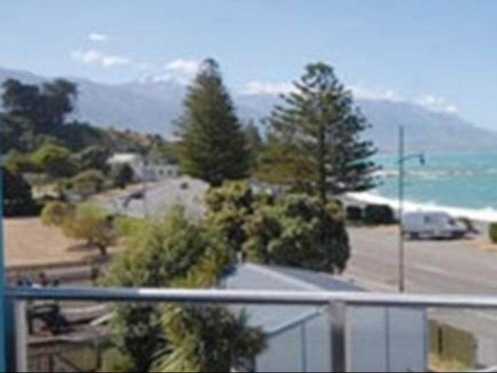Exterior view Waves by Kaikoura Holiday Home