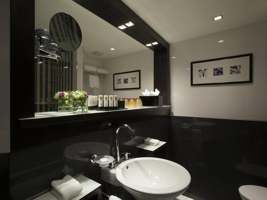 Classic Single Room - Bathroom Sofitel Lisbon Liberdade