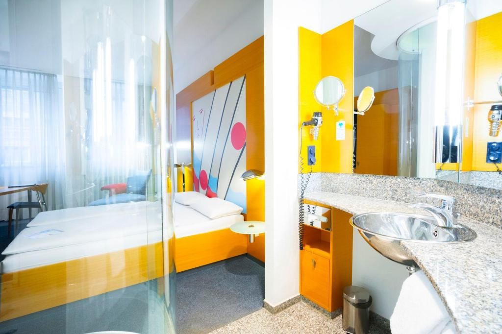 Standard Double or Twin - Bathroom Select Hotel Berlin Ostbahnhof