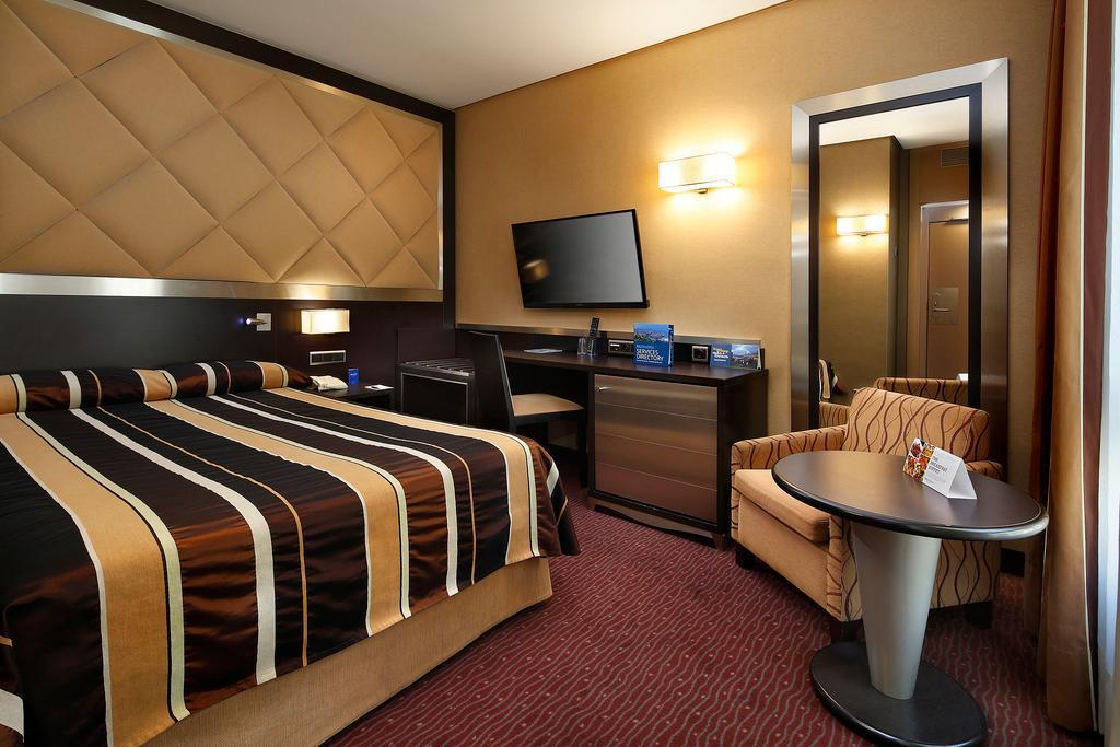 Single - Bed HCC St Moritz Hotel