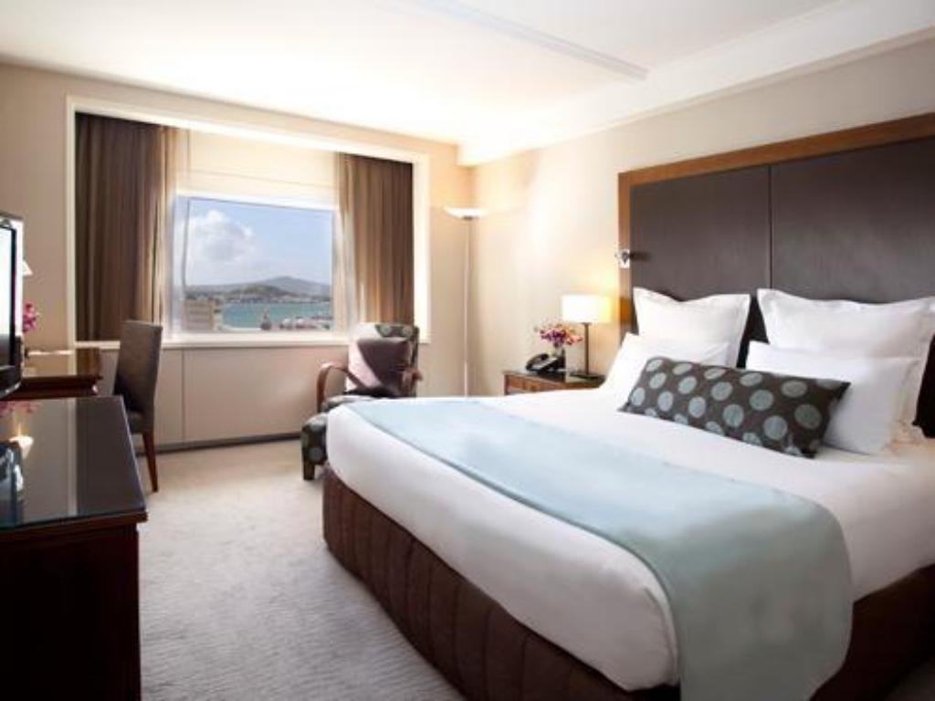 Superior King Suite - Guestroom Pullman Auckland