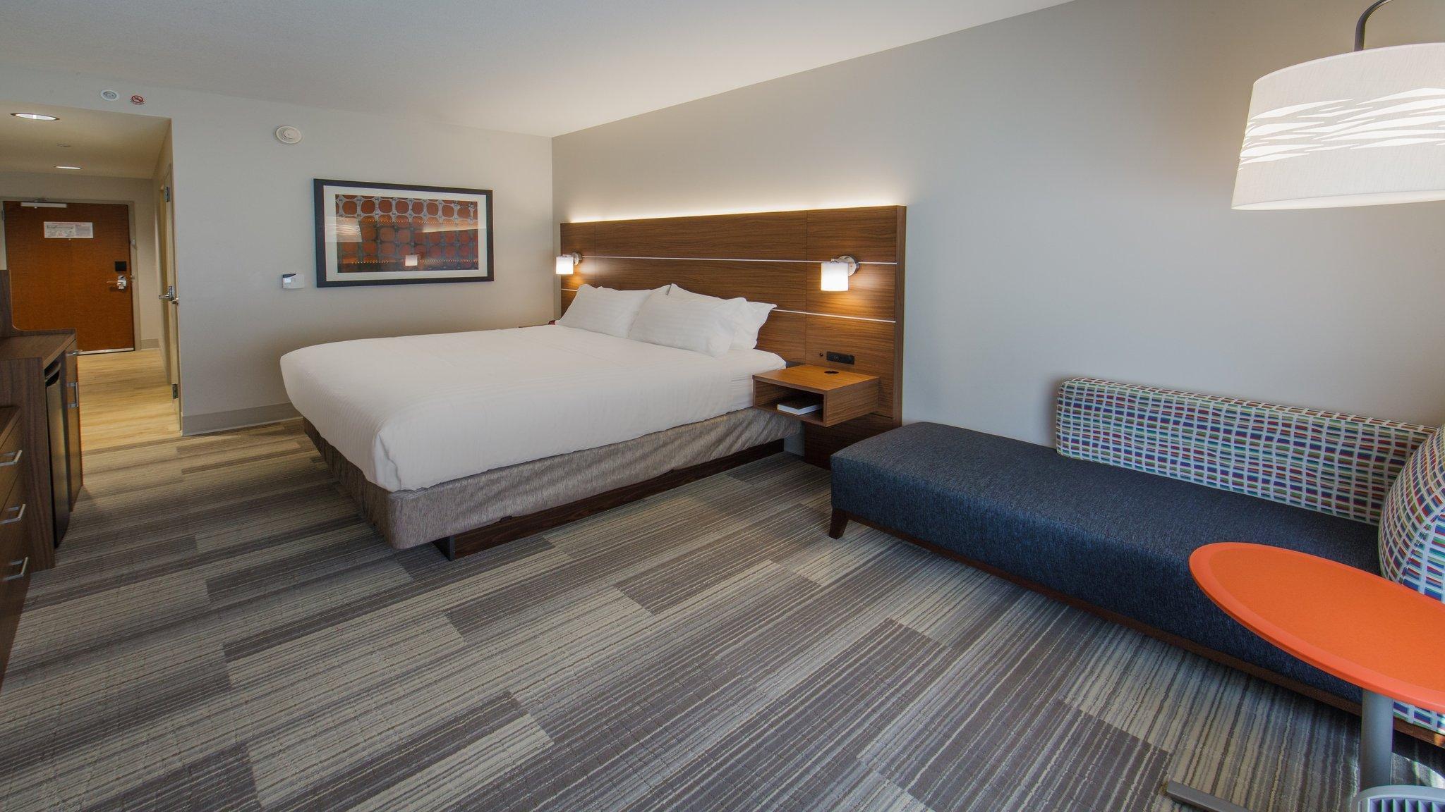 Holiday Inn Express Gatlinburg Downtown Hotel Gatlinburg Tn Deals Photos Reviews