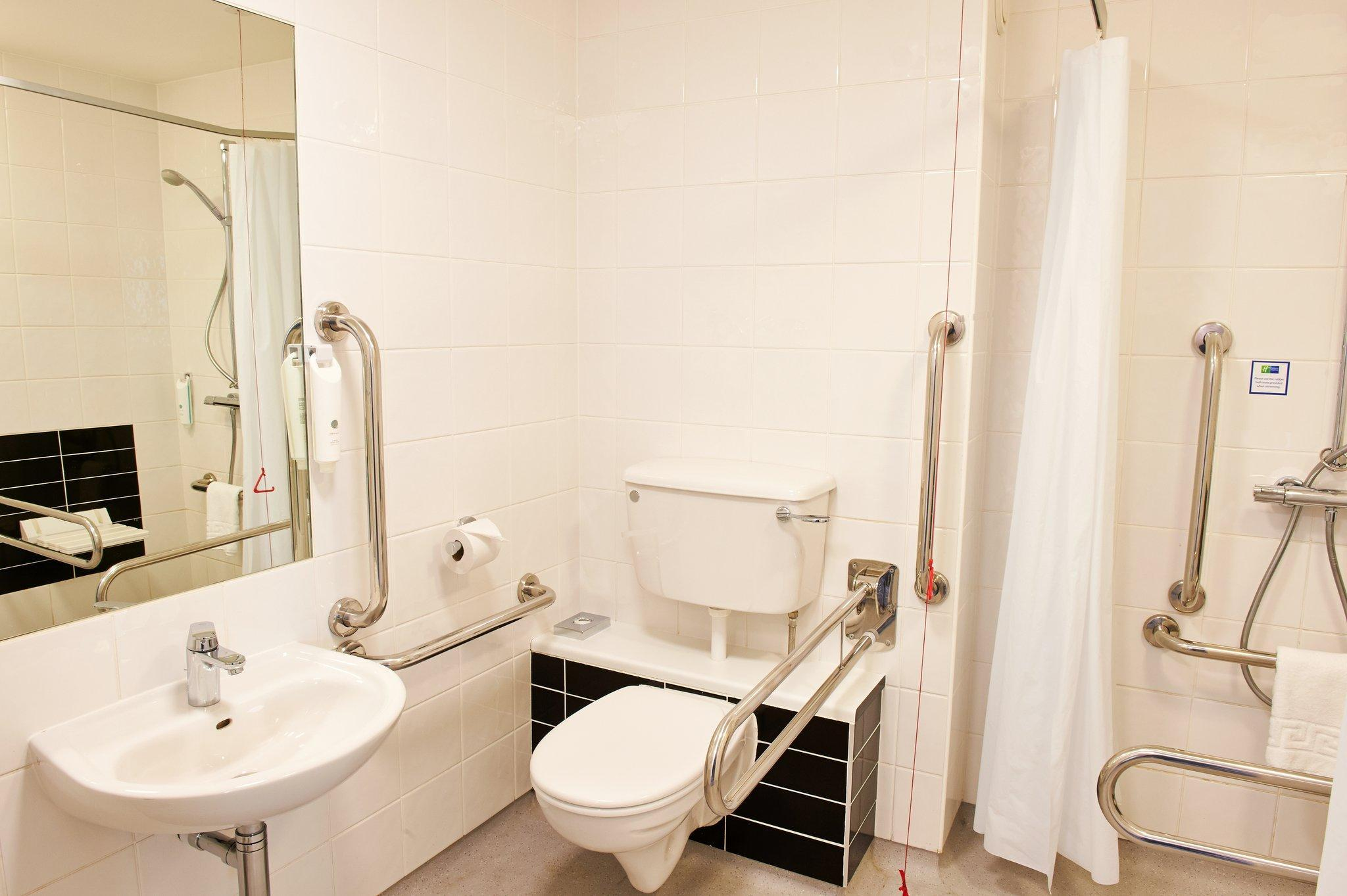 1 Bedroom Accessible Roll In Shower Non-Smoking