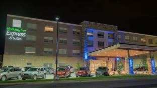 Holiday Inn Express and Suites Dayton Southwest