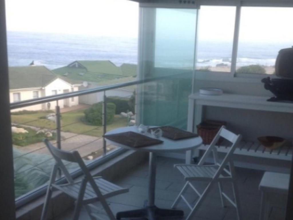 شقق 31 توباجو باي هيرمانوس سي فرونت (31 Tobago Bay Hermanus Seafront Apartments)