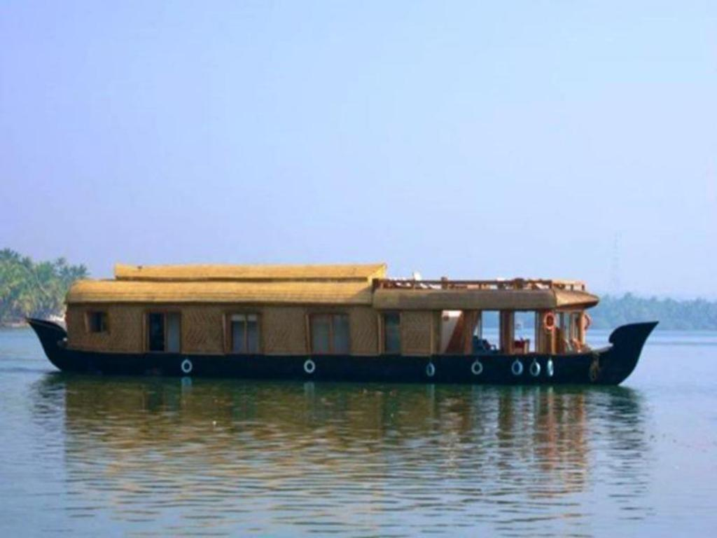 best price on the lotus houseboat in nileshwar reviews