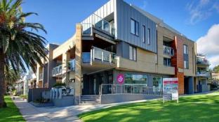 Cowes Luxury Beachfront Apartment - Phillip Island