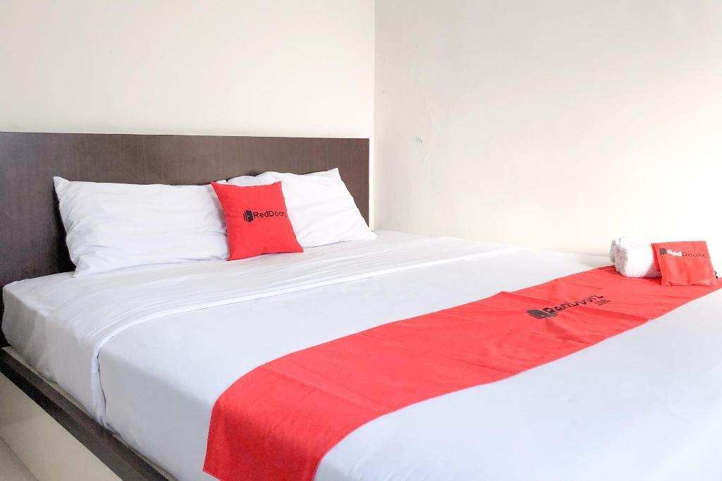 Reddoorz Near Pantai Pede In Labuan Bajo Room Deals Photos Reviews