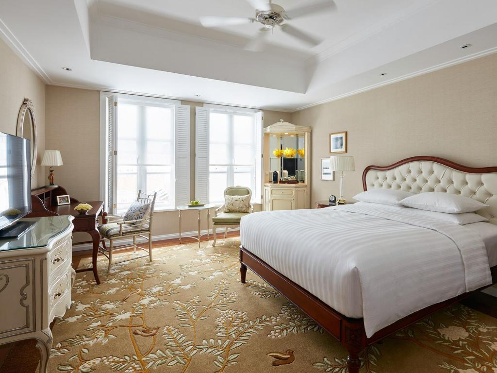 1 King Bed - Guestroom Park Hyatt Saigon Hotel