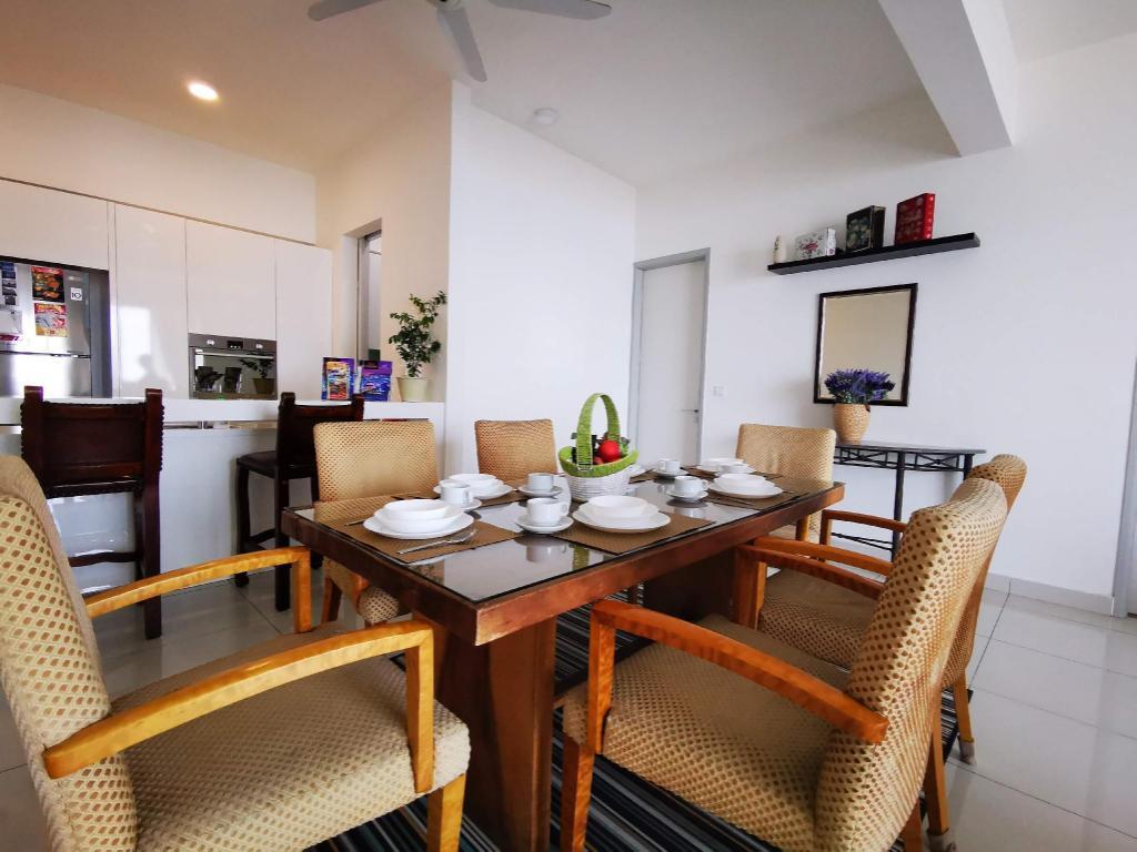 The Seaview Lodge|SwimmingPool|Free Wifi|2 Carpark Apartment
