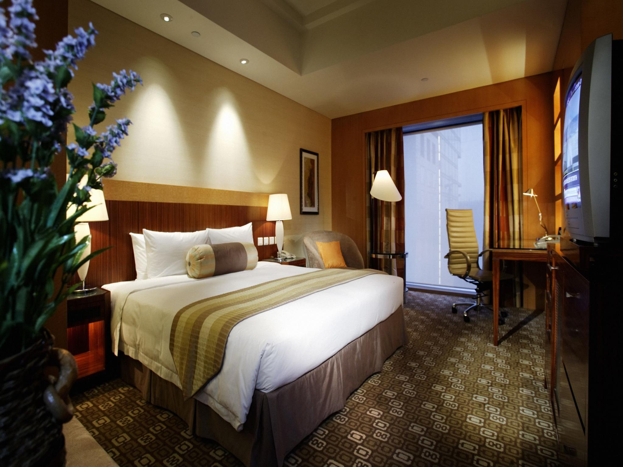Family Suite (1 Double Room and 1 Twin-Beds Room)