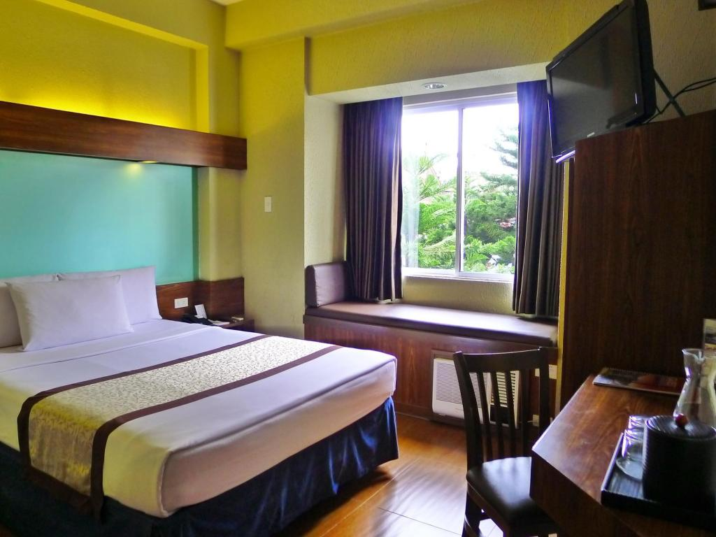 1 Queen Bed Room Microtel by Wyndham Baguio