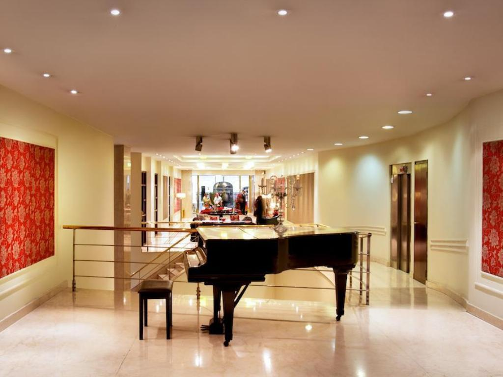 Lobby Argenta Tower Hotel & Suites