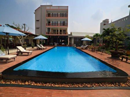 Swimming pool Grassland Hotel