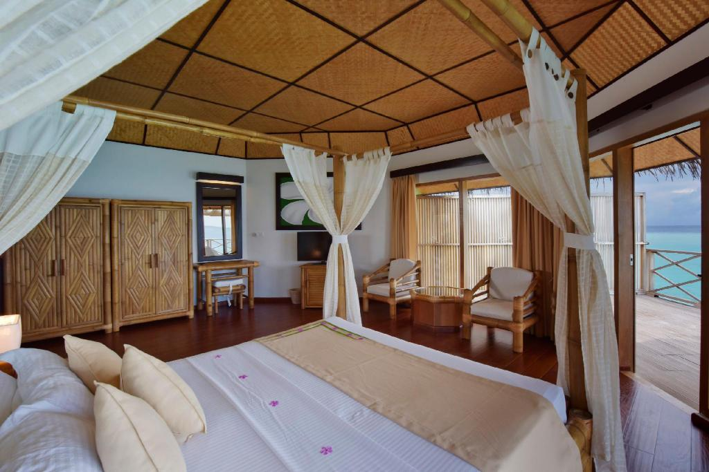 Vedere interior Angaga Island Resort and Spa