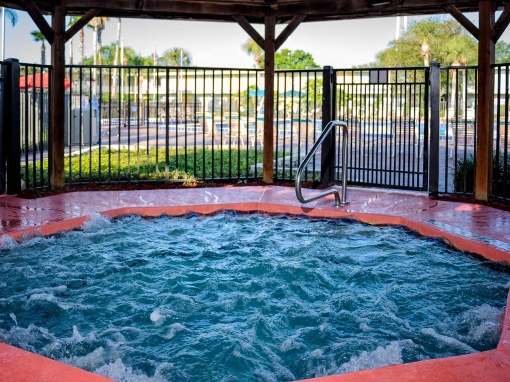 Hot tub Seralago Hotel and Suites Main Gate East