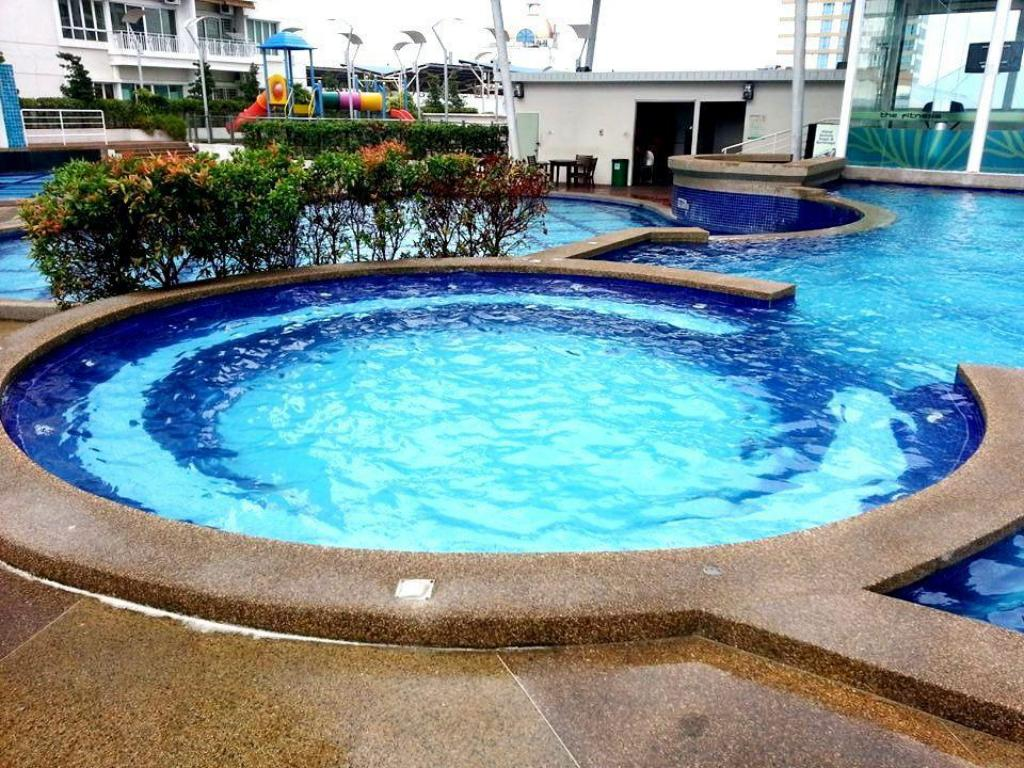 Swimming pool D 1B Guesthouse Condo at 1Borneo Homestay