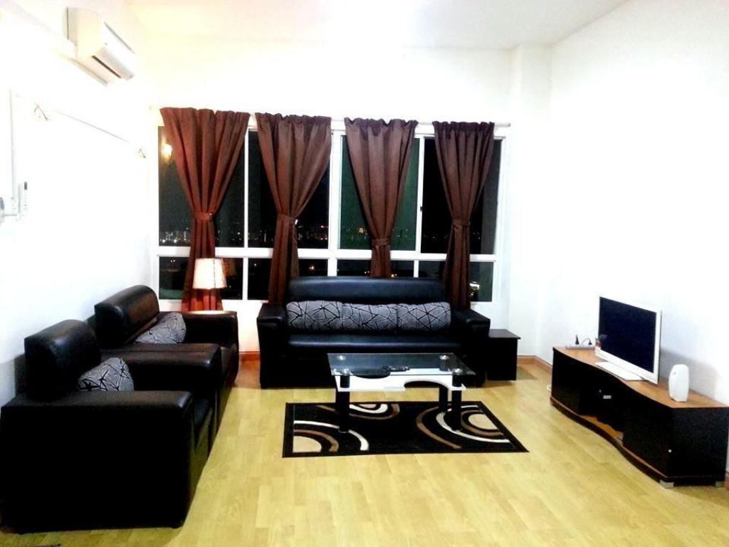Interior view D 1B Guesthouse Condo at 1Borneo Homestay