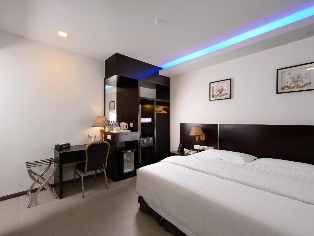 standard queen room guestroom e red hotel bandar perda