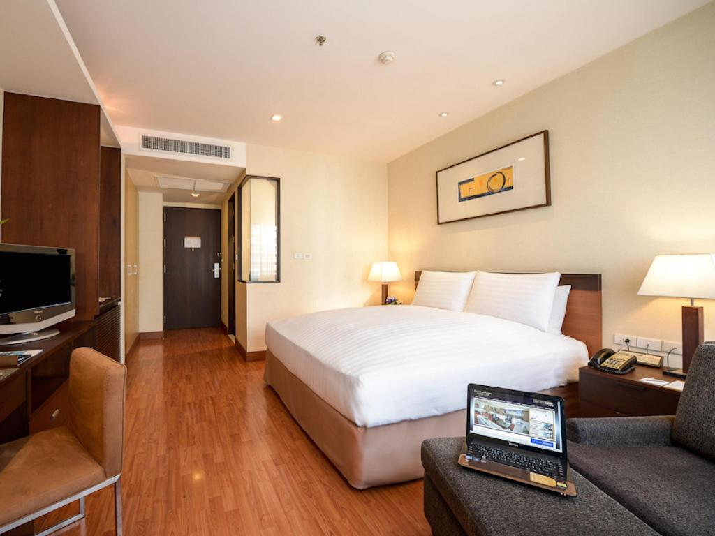 Deluxe King Bed - Guestroom Grand Sukhumvit Hotel Bangkok – Managed by Accor