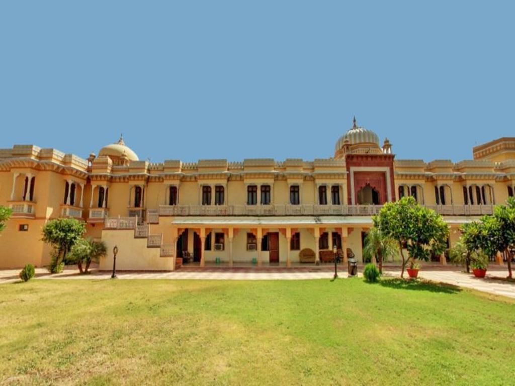 Amar Mahal Orchha Resort - Deals, Photos & Reviews