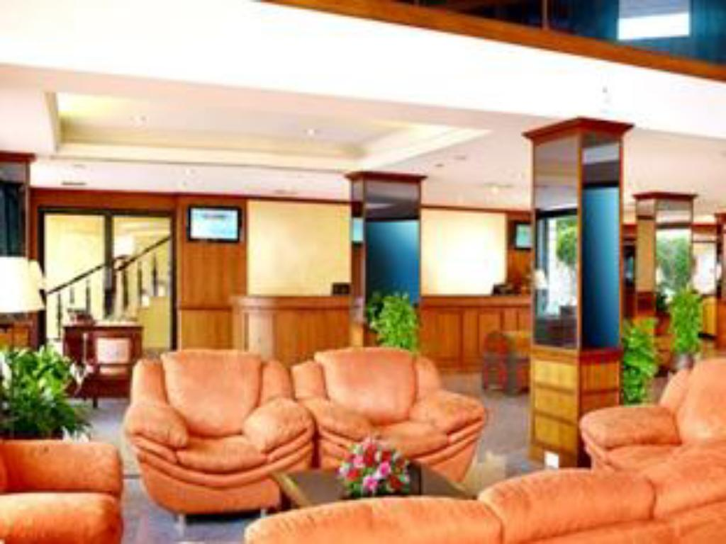 Лобби Harbour View Residency Hotel
