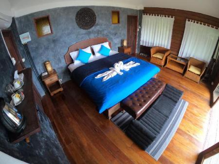 Master Sea View Bungalow with Balcony - Bed Blue Heaven Resort Koh Tao