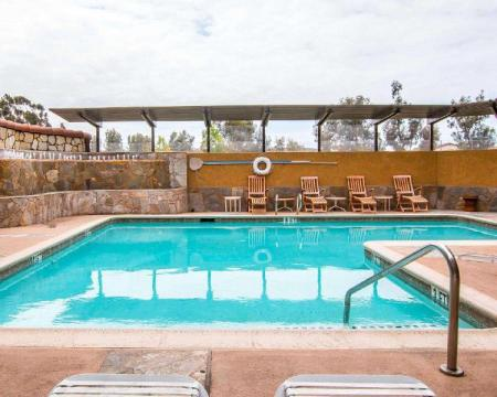 Swimming pool [outdoor] Quality Inn and Suites Near The Border San Ysidro
