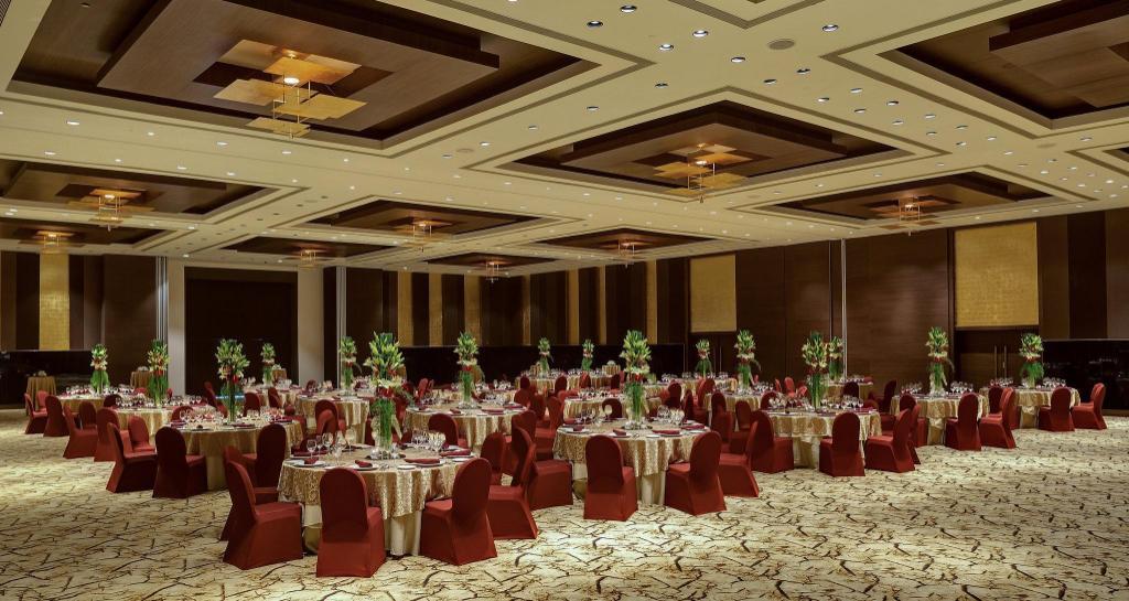 Sahara Star Hotel Mumbai India Photos Room Rates